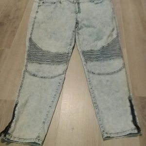 Acid wash jean with side ankle zip and knee detail